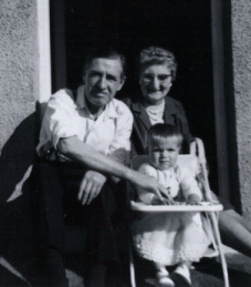 John (1902) and Violet Wappat, with granddaughter Gillian.